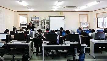 ジョブカフェ日田サテライトの担当者による就職支援講習の様子
